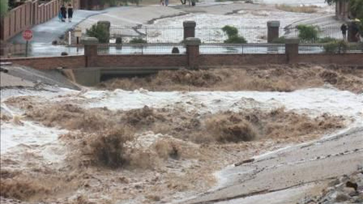 Pima County is urging residents to be ready if the Canada del Oro wash floods.