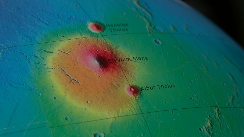 Mars is often referred to as a dead planet, but researchers at the University of Arizona are...