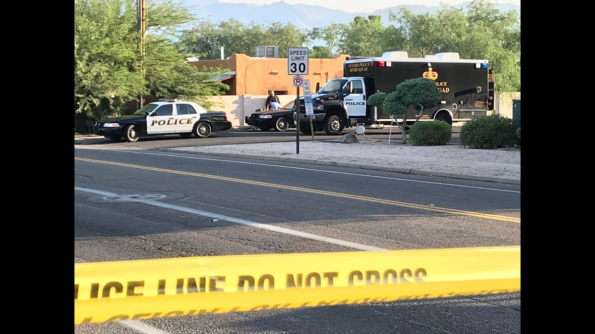 Tucson police respond to the area near Fifth Street and Columbus Boulevard on Thursday, Sept....