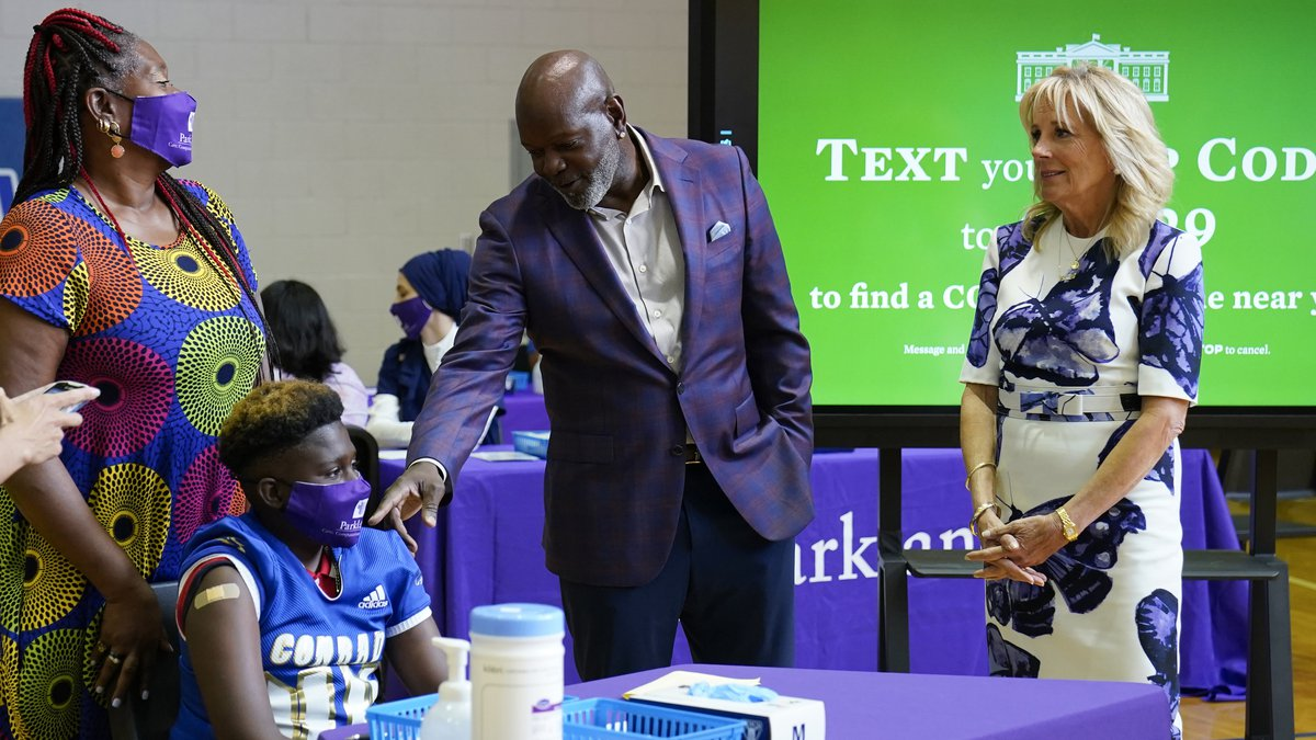 Former Dallas Cowboy and Football Hall of Famer Emmitt Smith talks with a COVID-19 vaccine...