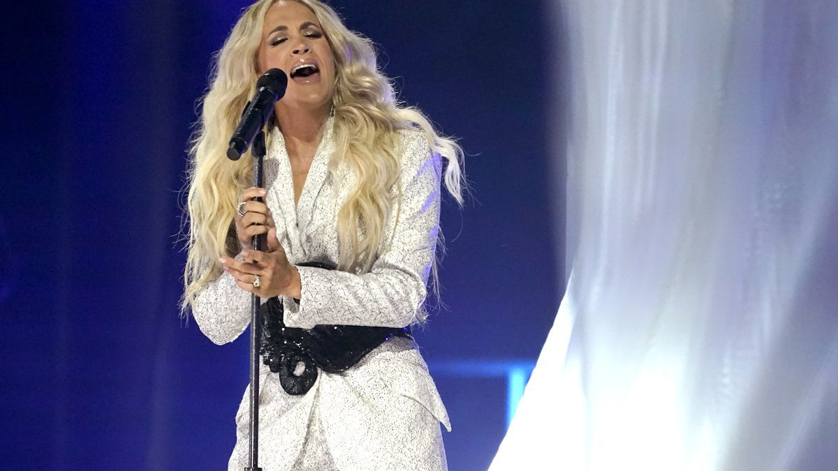 """Carrie Underwood performs """"I Wanna Remember"""" with NEEDTOBREATHE at the CMT Music Awards on..."""